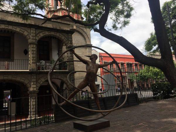 escultura en el jardín del Museo de la Cancillería